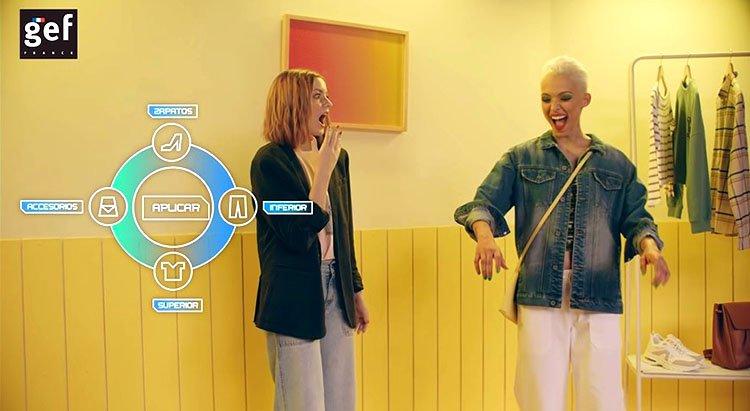 Modelos en closet-virtual en la puesta-escena en escena de GEF Futuros Creadores Colombiamoda 2020