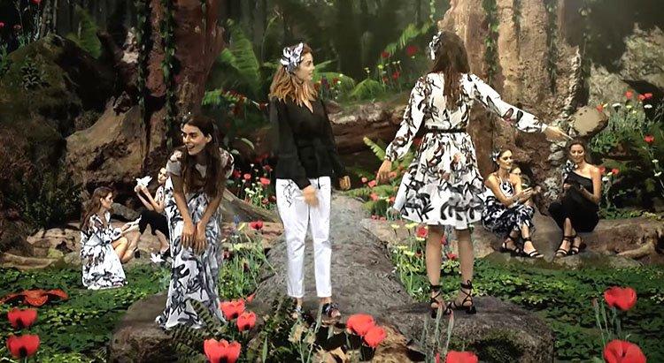 Modelos luciendo vestidos en blanco y negro de Arkitect Colombiamoda 2020