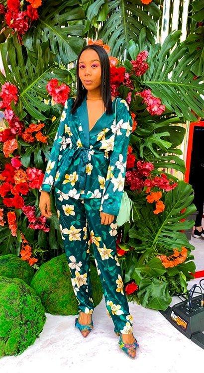Blogger Camila Hurtado en total looks monocromáticos de flores